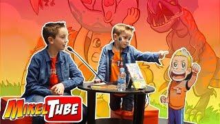 Primera FIRMA de LIBROS MikelTube El Planeta DinoTron con nuestros amigos