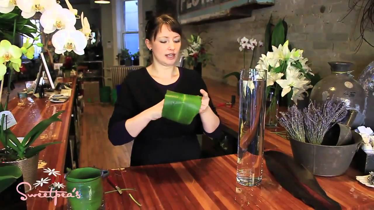 Sweetpea S Using Cut Flowers In A Tall Glass Vase Youtube