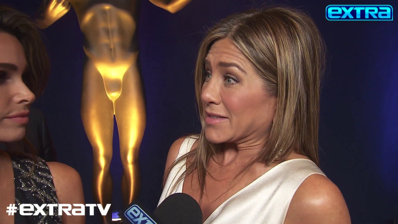 Jennifer Aniston reacts to Brad Pitt watching her SAG Awards ...