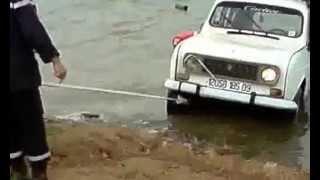 غرق سيارة رونو اير كات بسد بوكردان في قرية فجانة RENAULT R4