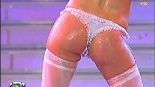 Repeat youtube video Paula Chavez Bailando 2010 Stripdance