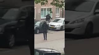 Politie schiet bij aanhouding Dickenslaan Amsterdam Zuidoost