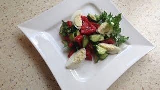 Легкий салат из помидоров и огурцов с яйцом