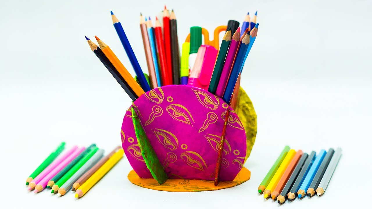 Waste material craft ideas pencil holder from old cds for Handicraft from waste things