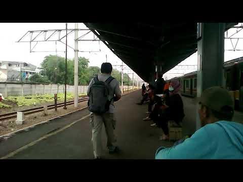 Argo Anggrek melintas stasiun Bekasi