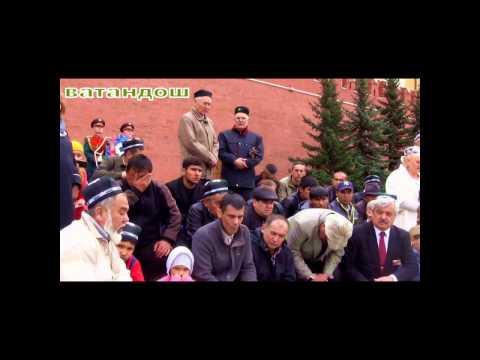 Баратов Усман: Узбеки читает молитву у стены Кремля, у могилы Неизвестного Солдата