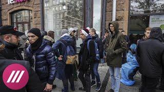 Правила выживания и основные заповеди стояльцев в московской очереди за айфонами