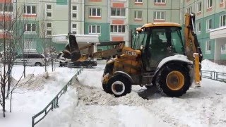 Уборка снега экскаватором погрузчиком JCB(Уборка снега во дворах экскаватором погрузчиком Jcb Rent-moment.ru., 2016-01-24T07:48:55.000Z)