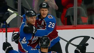 MacKinnon scores Avalanches' first of the night with one-timer