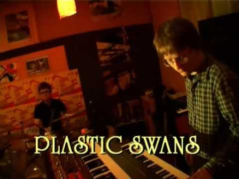 Hudobné úlety II: Plastic Swans