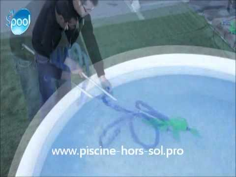 Balai manuel de piscine little vac youtube for Balai aspirateur piscine hors sol electrique