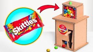 SCHLAUSCHLEIM SAM und der Skittles-Automat aus Pappe