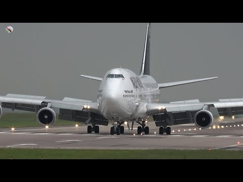 IRON MAIDEN ED Force One Landing For Download At East Midlands Airport - AIRSHOW WORLD