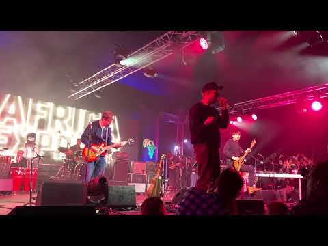 Clover Over Dover (live) — Blur Reunite At Africa Express: The Circus