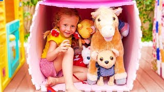 Nastya está haciendo casas para animales différentes