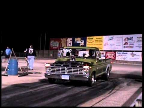 Ford F-100 vs. Chevy Truck