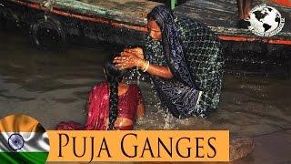 Ganges,Puja de la noche desde el Ghat - Ganga,Puja night from the Ghat, Varanasi. India 2011