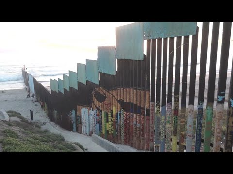 A record mural painting on US-Mexico border fence