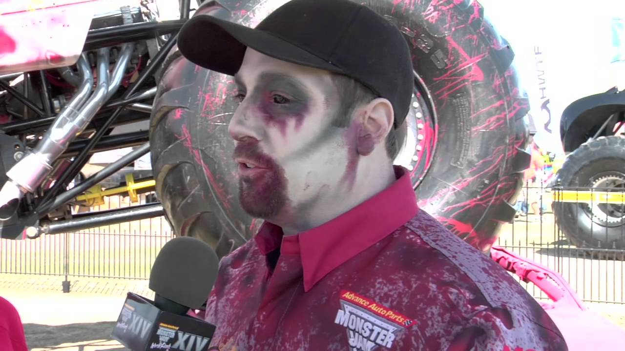 bf7f1e433d2 Monster Jam - World Finals 2013 - Zombie Zone with Driver