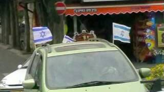 Флаг Израиля на зданиях и автомобилях