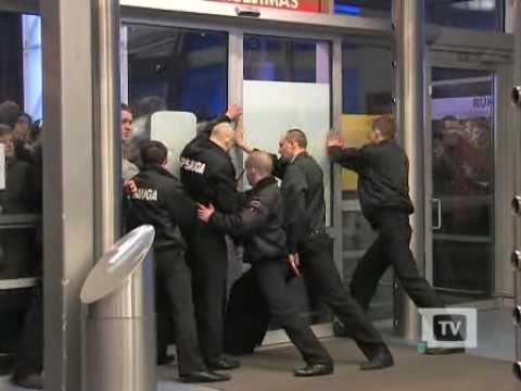 Credit Crunch in Lithuania 2. ACROPOLIS mall, Vilnius - YouTube