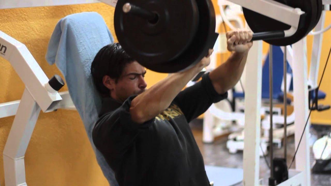 Maquinas de musculacion para pecho youtube for Aparatos de ejercicio
