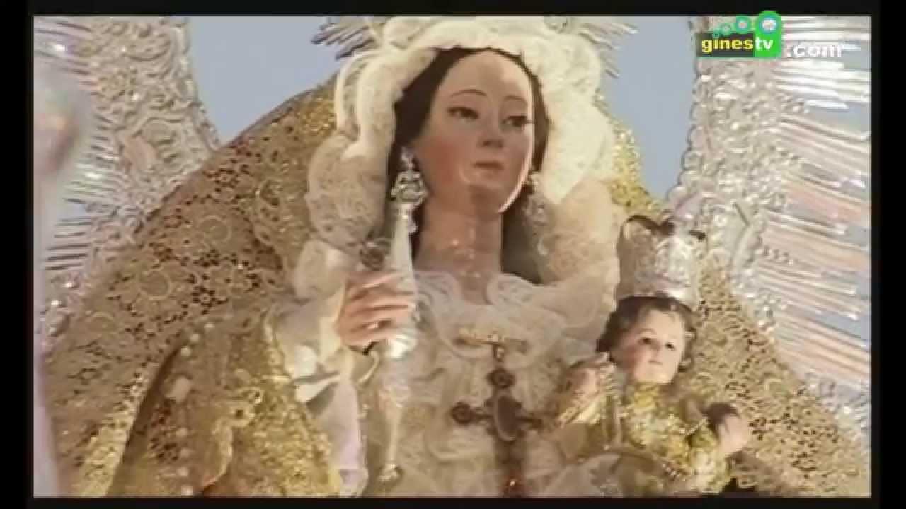 La Virgen del Rosario y Santa Rosalía recorrieron las calles de Gines en un ambiente festivo