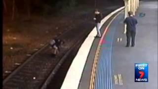 Genç kızın üzerinden tren geçti