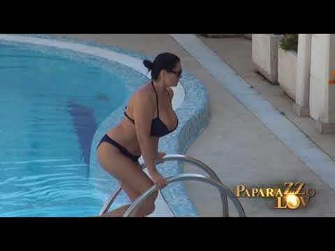 Jana u kupaćem kostimu - najveće grudi estrade