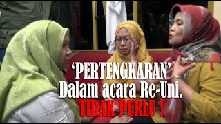 """Pertengkaran"" dua wanita dalam acara Re-uni (Fight two Indonesian women in a reunion event)"