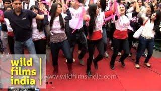 Flash mob sings Jaago re jaago at Jantar Mantar