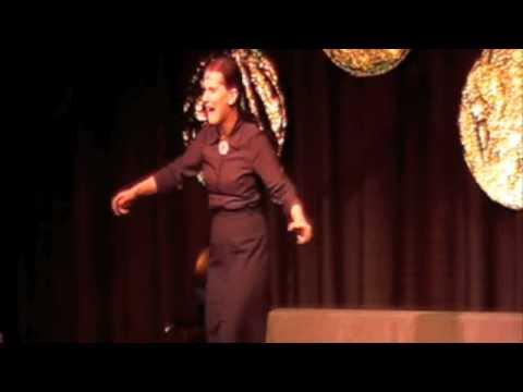 La Signora tanzt und singt als wär's das erste Mal