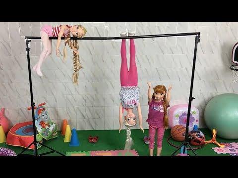 Rapunzel Elsa y Anna muñecas grandes y la primera clase de gimnasia en el colegio