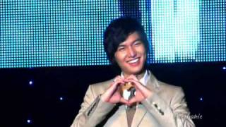 [HQ]Minoz Singapore Fanmeeting doing hearts (21.12.09)