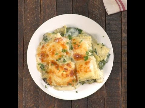 Creamy Spinach Artichoke Ravioli Bake