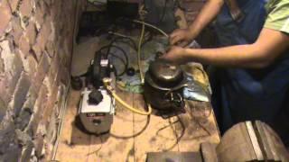 заправка компрессора маслом(как при помощи вакуумного насоса можно заправить холодильный компрессор., 2014-09-05T21:48:17.000Z)