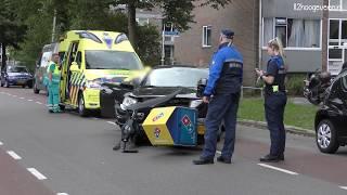 Hoogeveen: pizzabezorgster botst tegen auto op de Tamboerlaan 20-8-2018