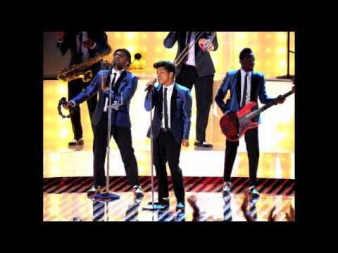 Bruno Mars- Valerie mp3 downloand {live}