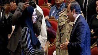 الرئيس السيسي يحيي والدة الشهيد ملازم أول/ أحمد خالد زهران