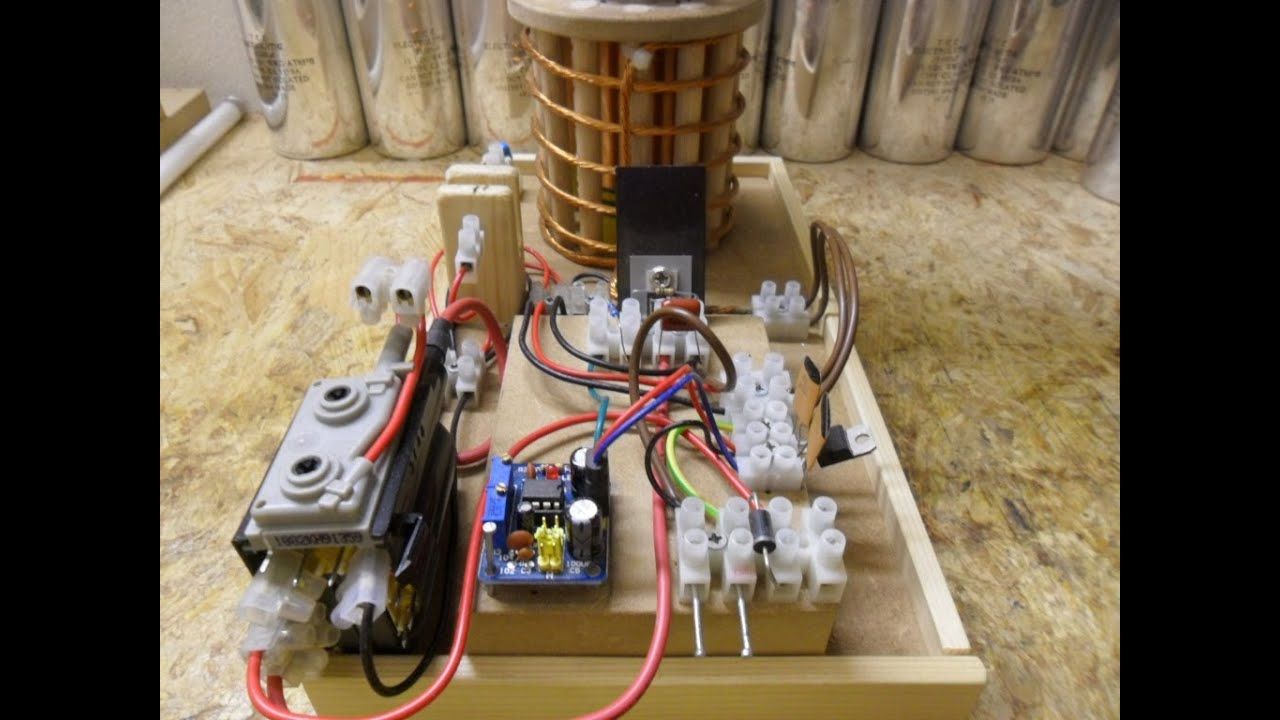 Nikola Tesla Coil - Update 5 First try out, Flyback Transformer 555 ...