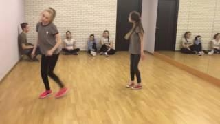 Девченки круто танцуют под песню TATARKA — АЛТЫН // ALTYN