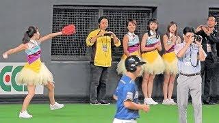 <2018.9.15オリックス戦>始球式に備え、投球練習をするMottie!!の橋本真依さん