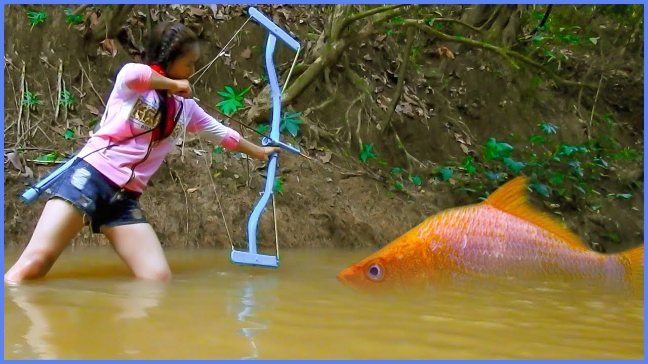 Amazing Girl Uses PVC Pipe Compound BowFishing To Shoot