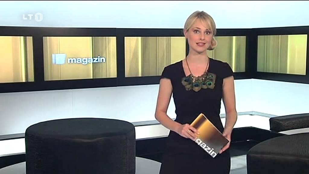 Ruth Moschner in Mini+gemusterte Strumpfhose+Stiefel DAS 06.03.11 (HD)