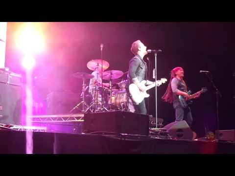 Hunter Hayes Yesterdays song Live