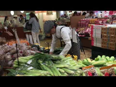 Vegetable Shop Tokyo in Japan. 日本のやおや