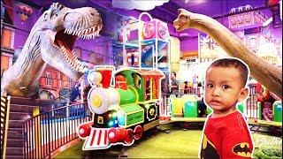 Naik Kereta Api Tut Tut Tut Dikelilingi Dinosaurus di Taman Mini | Mainan Anak Kereta Api