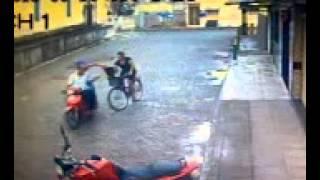 Câmera de Vigilância flagra assalto na Rua Padre Batalha, no centro de Goiana