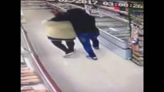 Мигрант с ножом атакует продавщицу