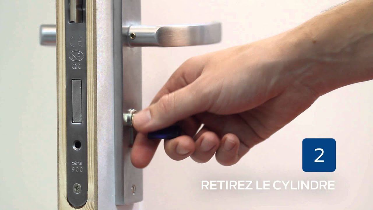 Comment installer un ensemble de porte guide bricard - Comment fonctionne une serrure de porte ...